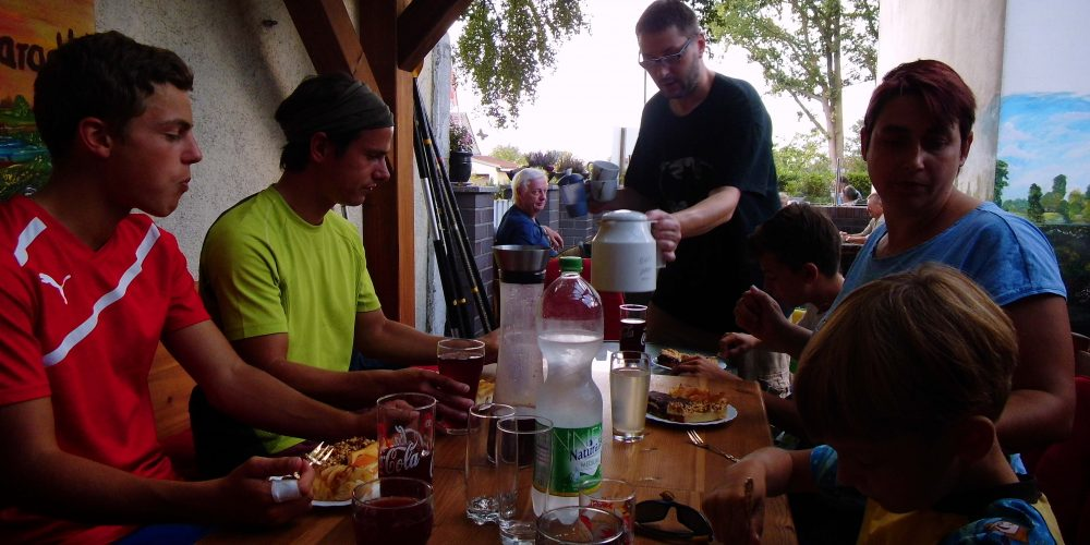 KANU-Jugend: Saisonabschlussfahrt zu Holly`s Café – immer eine Reise wert!