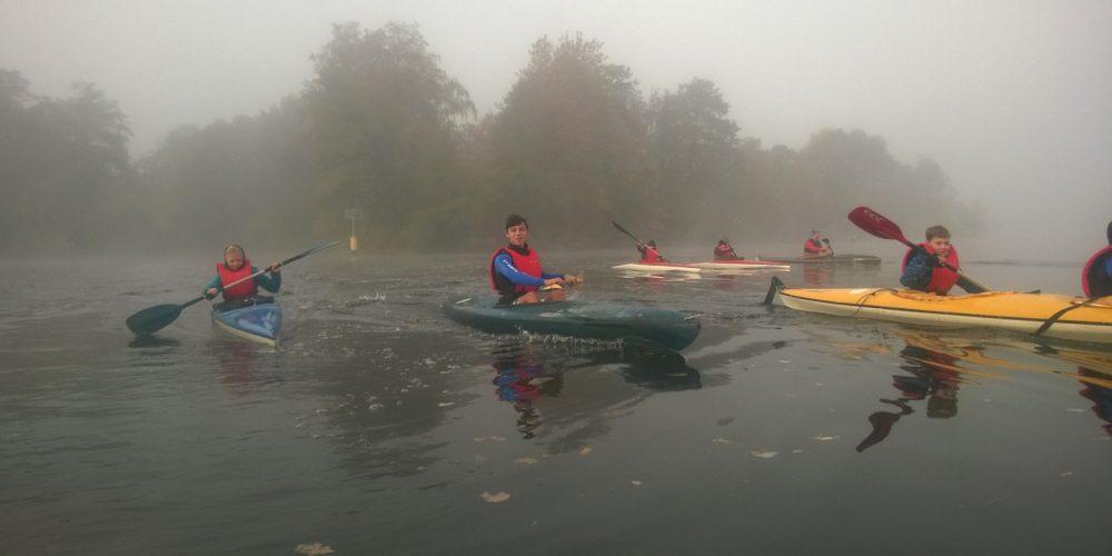 Abpaddeln im Nebel – Erkneraner Kanuten gehen in die Winterpause